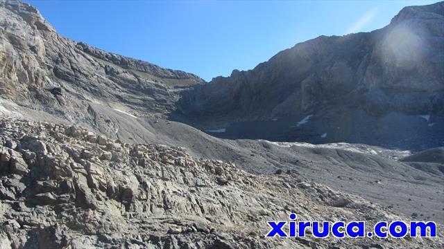 Cerca de la Punta de las Escaleras, con el Cuello de Monte Perdido al fondo