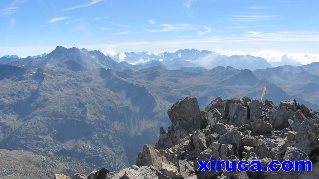 Vignemale y bandera del Pico de las Argualas