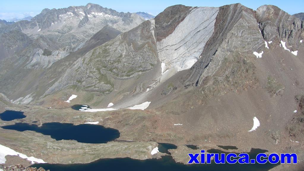 Balaitús, Picos del Infierno e Ibones de Pondiellos desde Garmo Negro