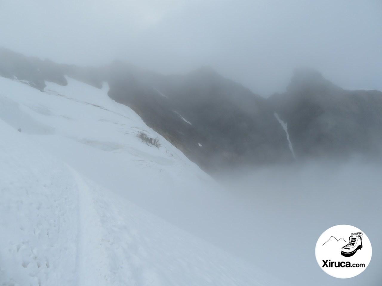 Ascendiendo al Allalinhorn entre nieblas