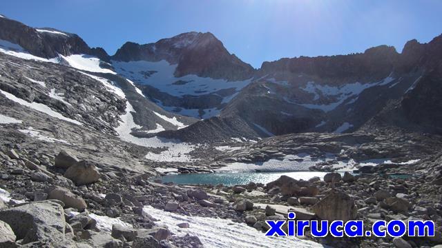 Ibón Superior y Glaciar de Coronas
