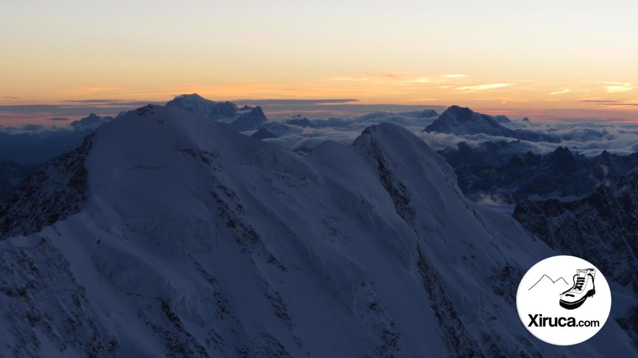 Lyskamm y Mont Blanc desde Capanna Margherita