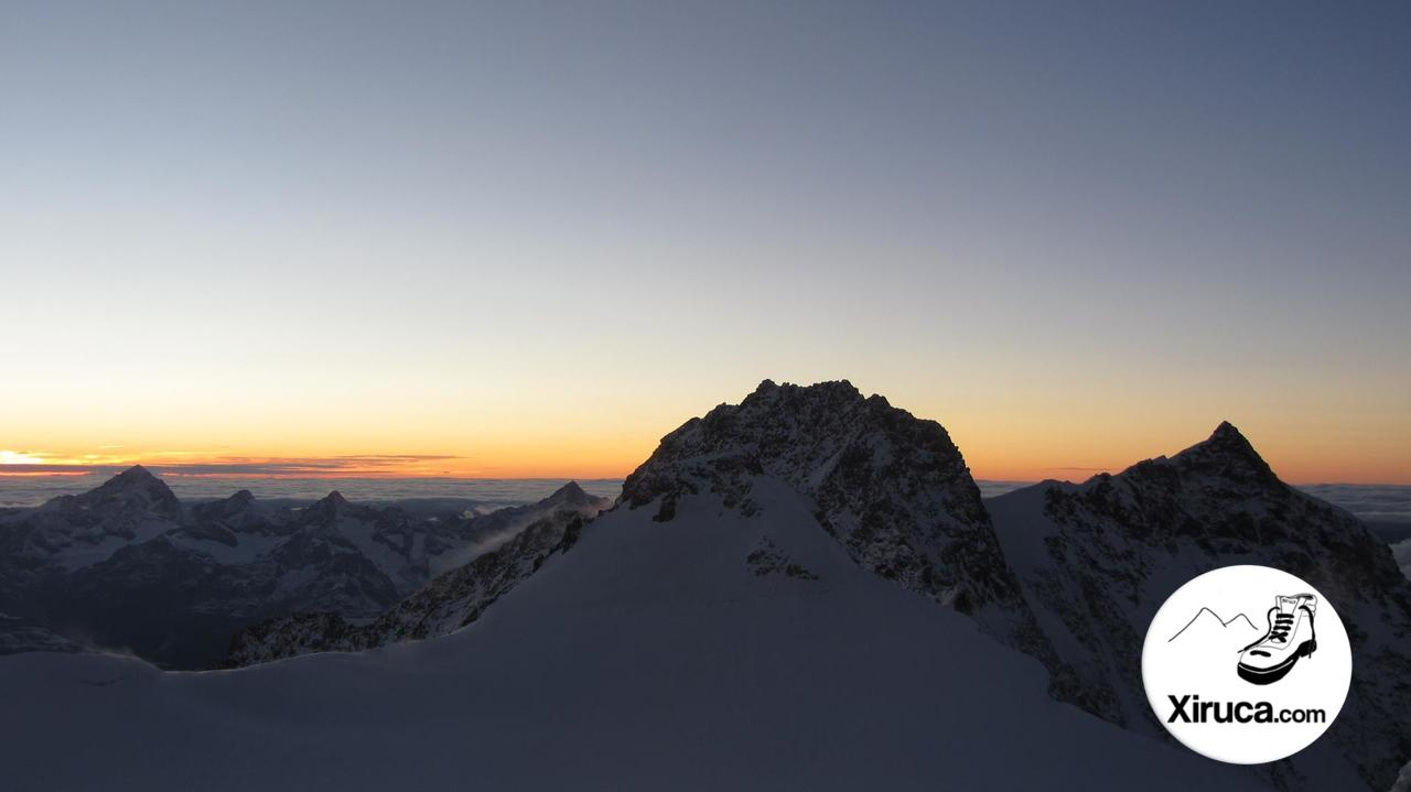 Zumsteinspitze, Dufourspitze y Nordend anocheciendo