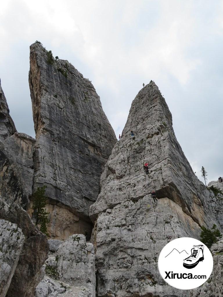 Escaladores en Cinque Torri