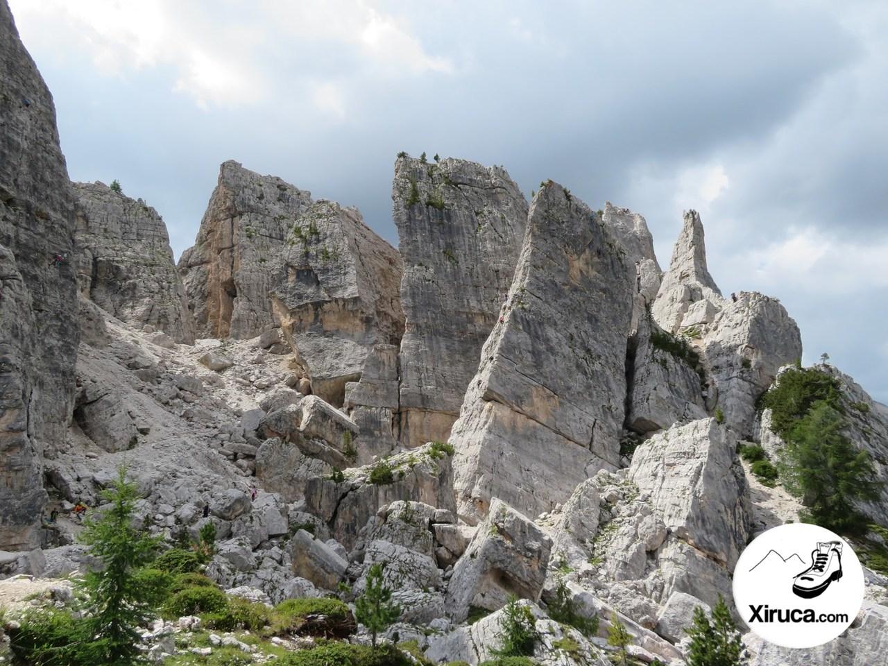 Caos de bloques y paredes en Cinque Torri