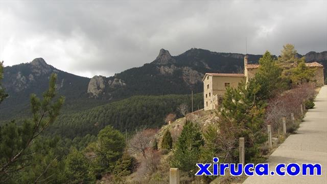 Cogulló d'Estela y Roca d'Auró desde santuario de la Mare de Déu de Corbera