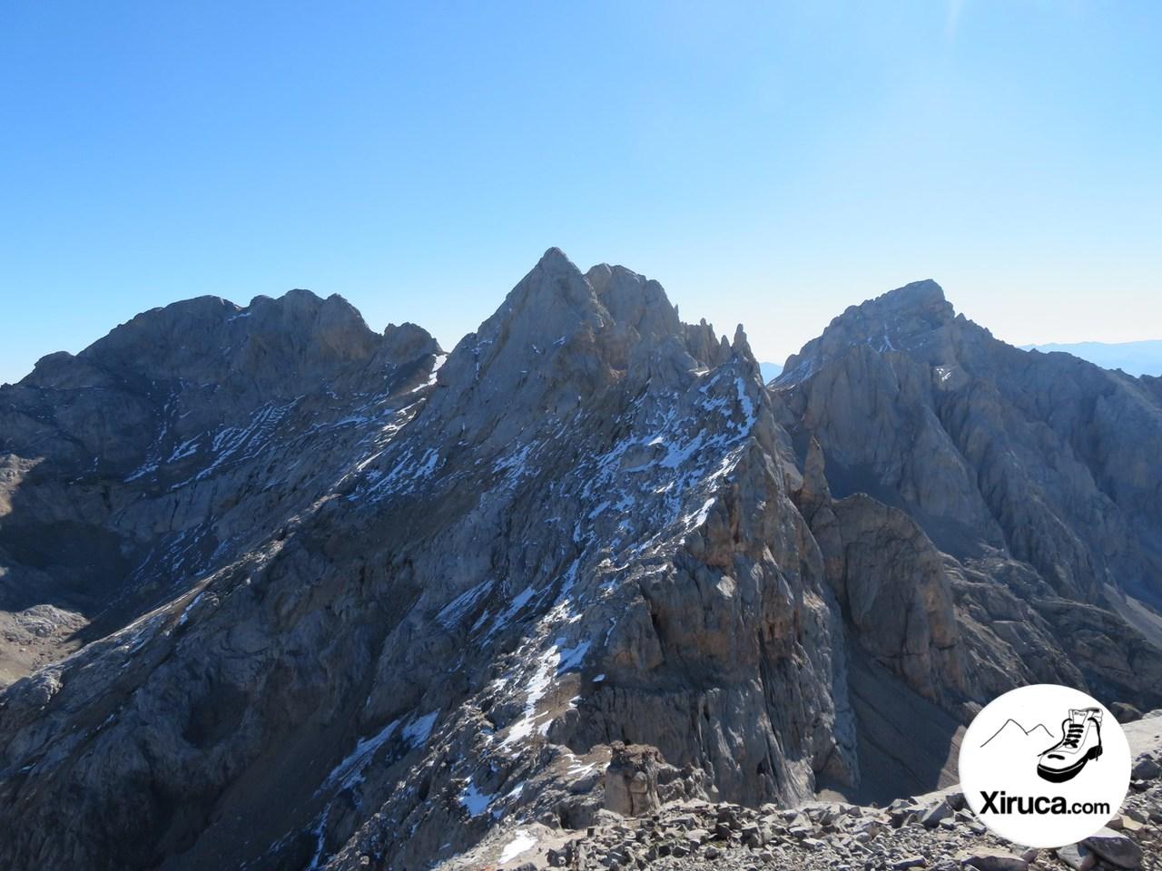 Los Campanarios, Pico de Santa Ana y Peña Vieja desde Torre de los Horcados Rojos