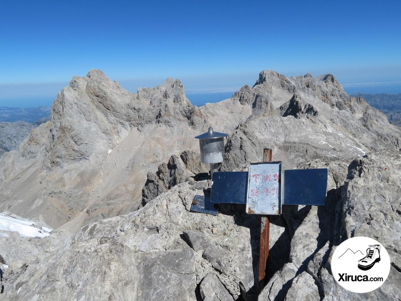Torre Cerredo y Torre de la Párdida desde Pico Tesorero