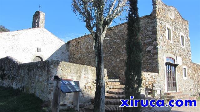Vista lateral de la ermita de Sant Mateu