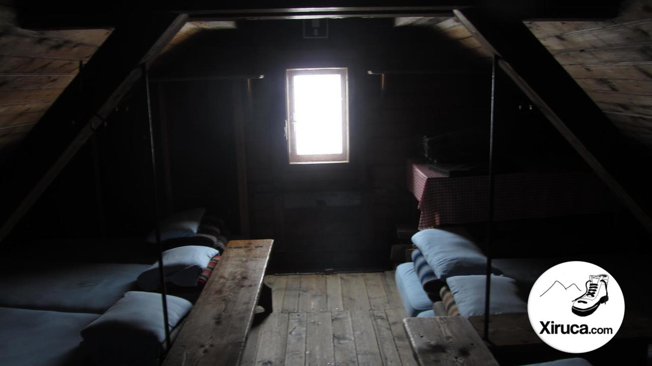 Camas antiguo Refugio Quintino Sella