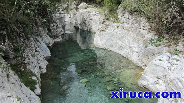 Aguas cristalinas en el Puente Oncins