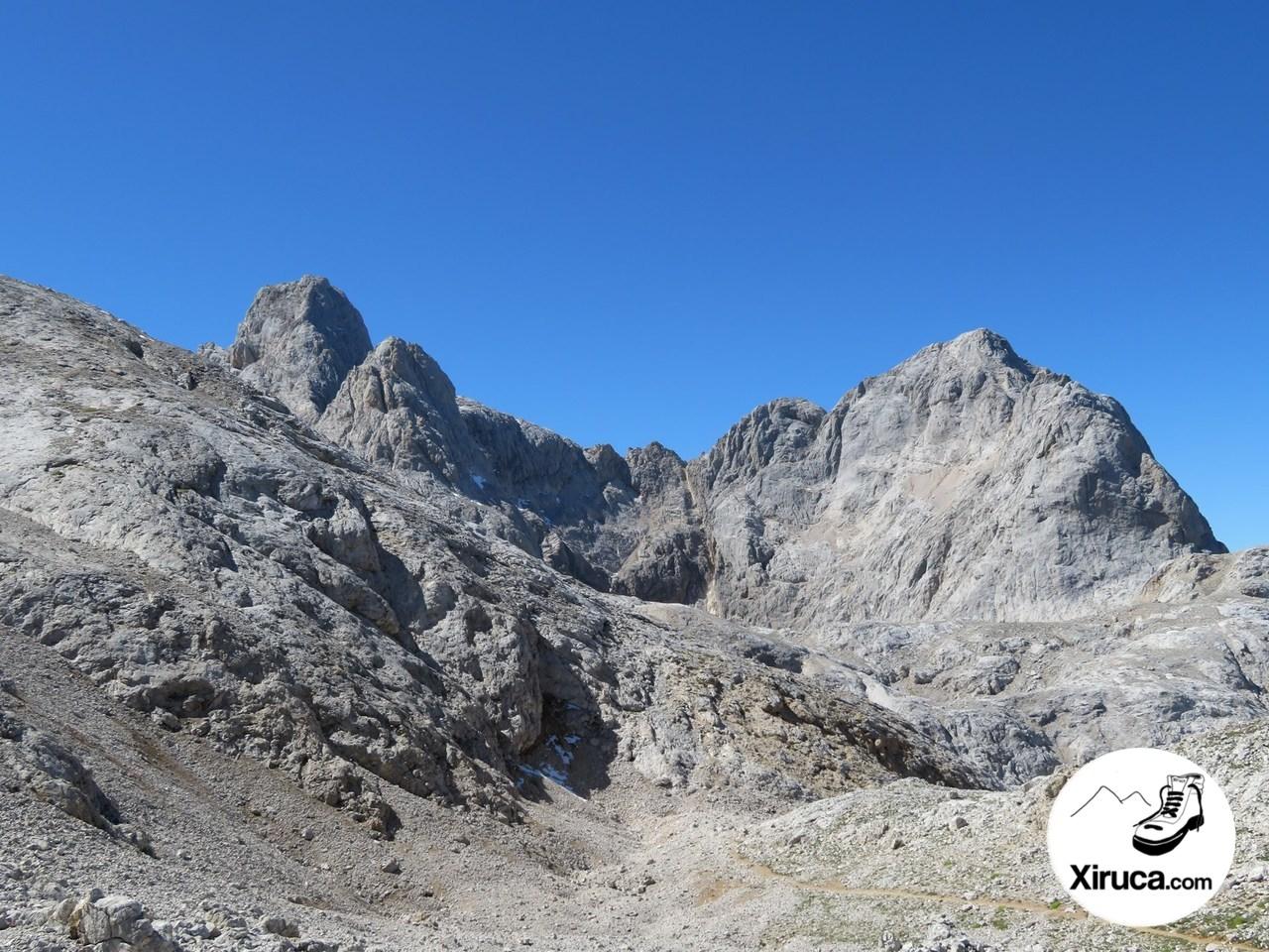 Cresta de Torre Cerredo al Pico de los Cabrones