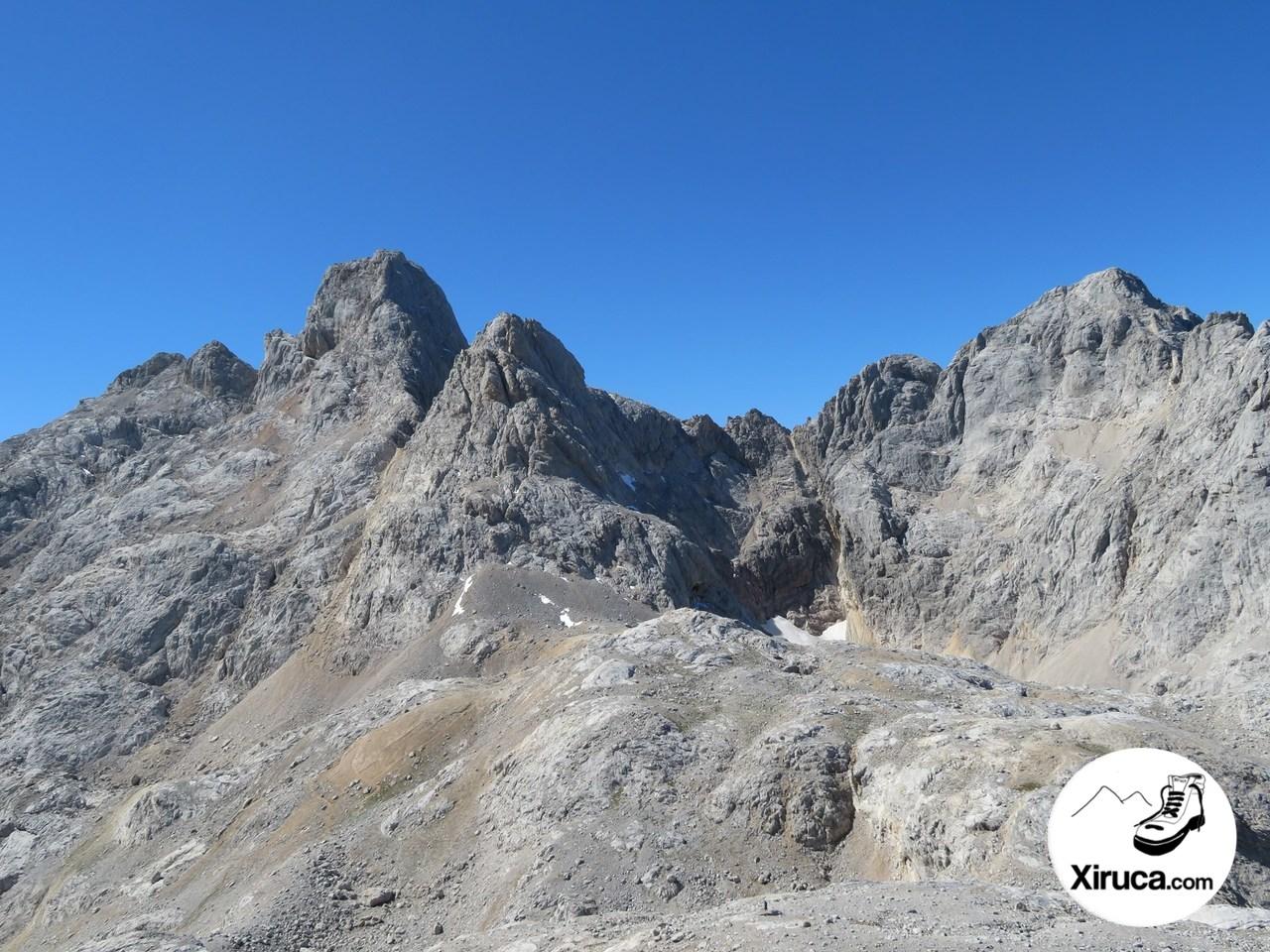 Torre Cerredo y Pico de los Cabrones