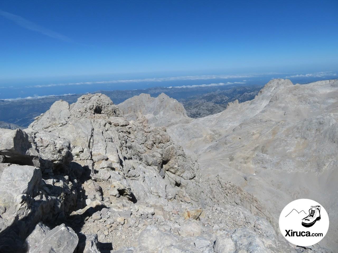 Pico del Albo, Mar Cantábrico y Neverón de Urriellu desde Torre Cerredo