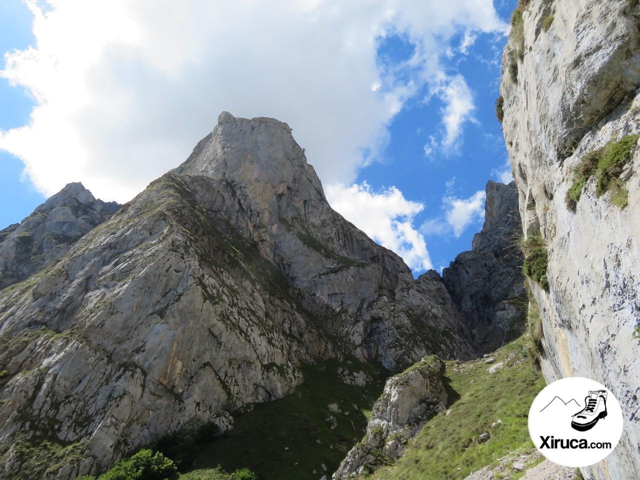 Mirada atrás en el descenso de los Tornos de Liordes