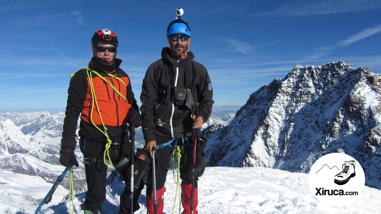 En la cima del Zumsteinspitze