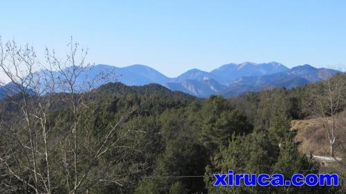 Rasos de Peguera y Serra d'Ensija desde carretera de Alpens