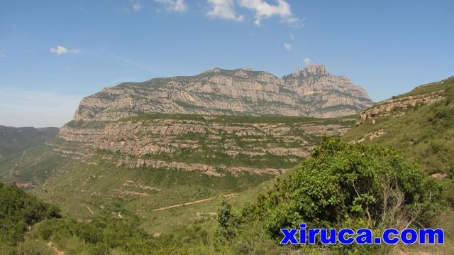 Montserrat desde cerca de La Puda