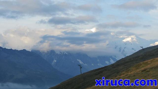 El Mont Blanc asoma entre las nubes