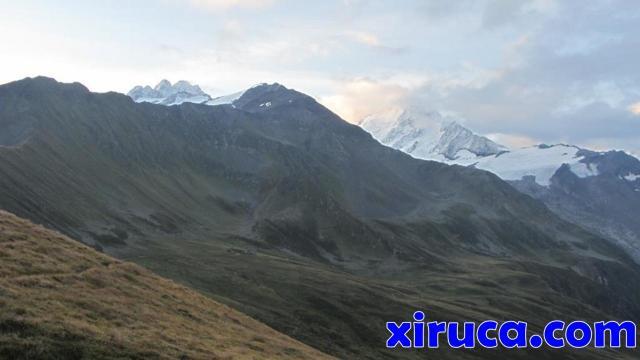Aiguille du Tour y Aiguille du Chardonnet desde Col de Balme