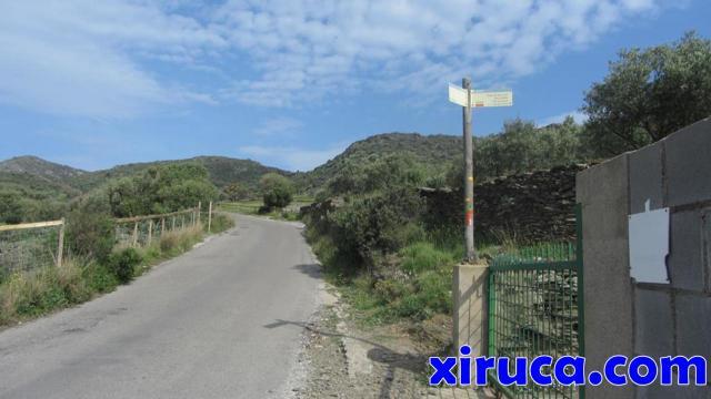 Desvío en la carretera de Cadaqués al Cap de Creus